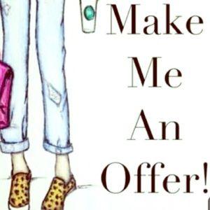 MAKE ME AN OFFER🖤☕️🛍